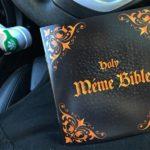 «Священная библия мемов» оказалась книжкой-раскраской